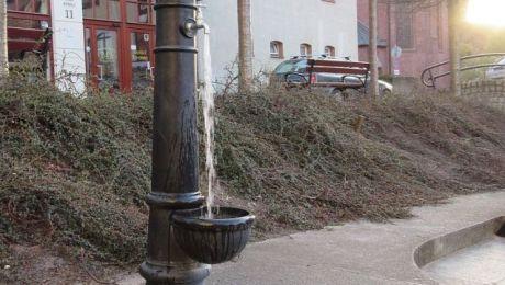 Latem olsztyńskie Wodociągi uruchamiają uliczne zdroje (fot. olsztyn.eu)