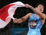 Japończyk Tatsuhiro Yonemitsu ze złotem w zapasach w stylu wolnym w kat. 66 kg. W finale pokonał Sushila Kumara z Indii (fot. PA