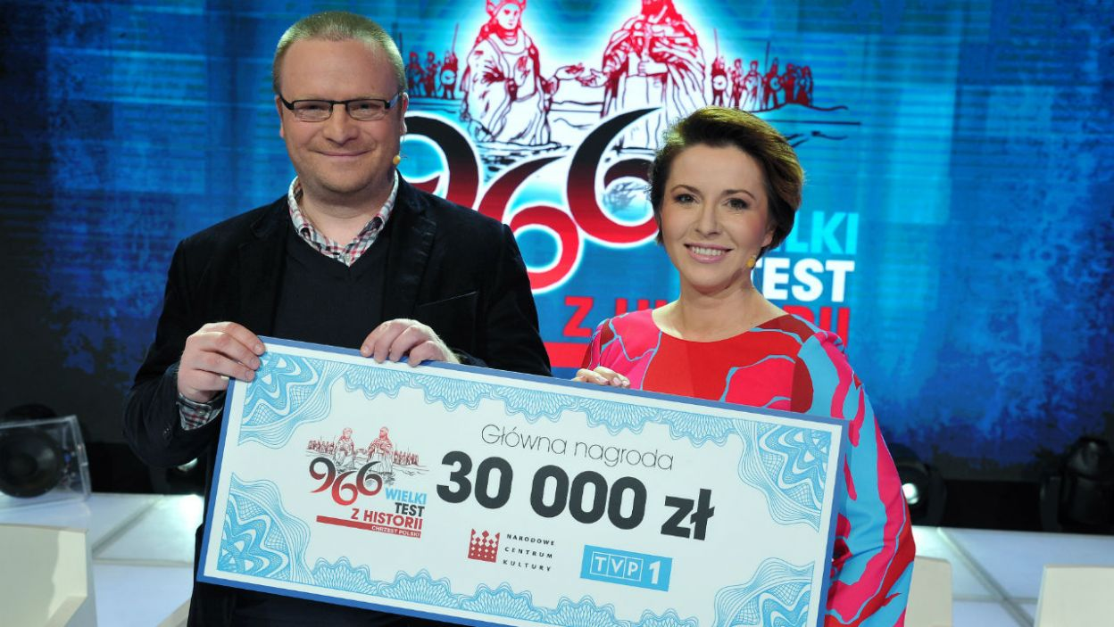 Wygrana drużyna – Łukasza Warzechy i Marty Kielczyk – nagrodę przekazała na pomoc chorym dzieciom (fot. TVP/K.Kurek)