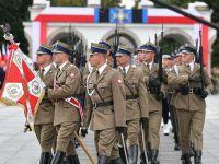 Uroczysta zmiana warty przed Grobem Nieznanego Żołnierza