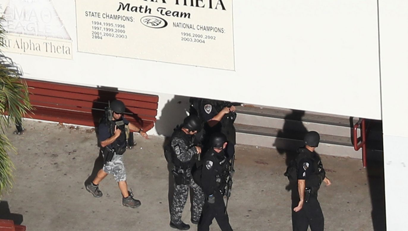 W środę w strzelaninie w liceum w miejscowości Parkland pod Miami zginęło 17 osób, a kilkanaście zostało rannych(fot. Joe Raedle/Getty Images)