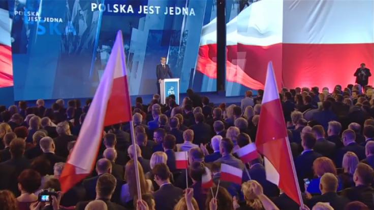 Premier Morawiecki zapowiedział m.in. obniżenie z 15 do 9 proc. podatku CIT dla małych i średnich firm