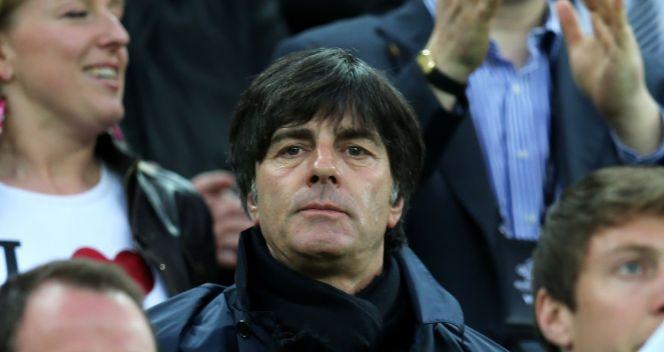 Joachim Loew obserwuje mecz Hiszpania – Irlandia (fot. Getty Images)