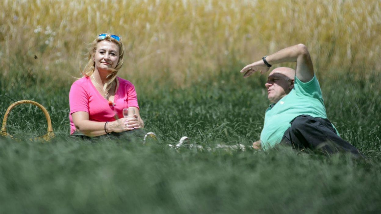 Po męczącej pogoni za owcami Janek zaprosił Marię na randkę (fot. TVP)