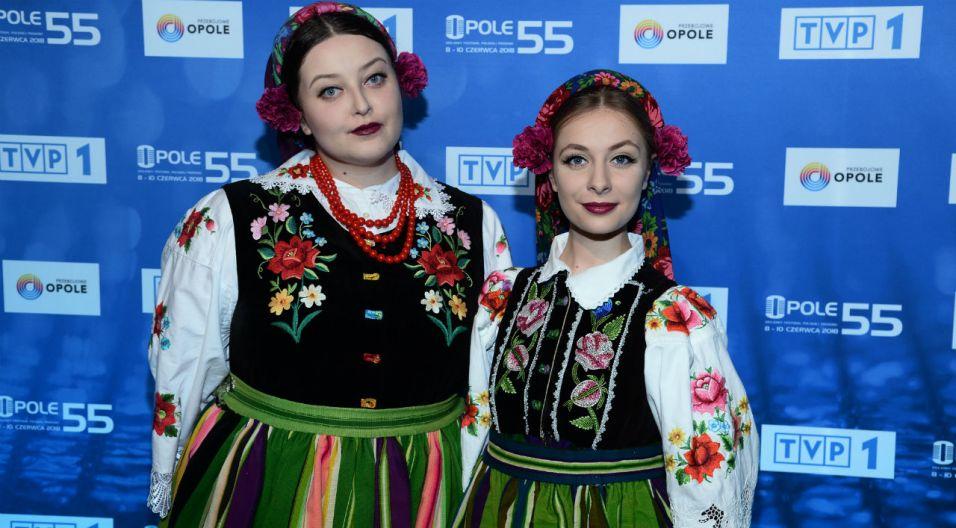 Zespół Tulia kultywuje tradycje muzyki ludowej. Na konferencji artystki pojawiły się w strojach regionalnych (fot. J. Bogacz/ TVP)