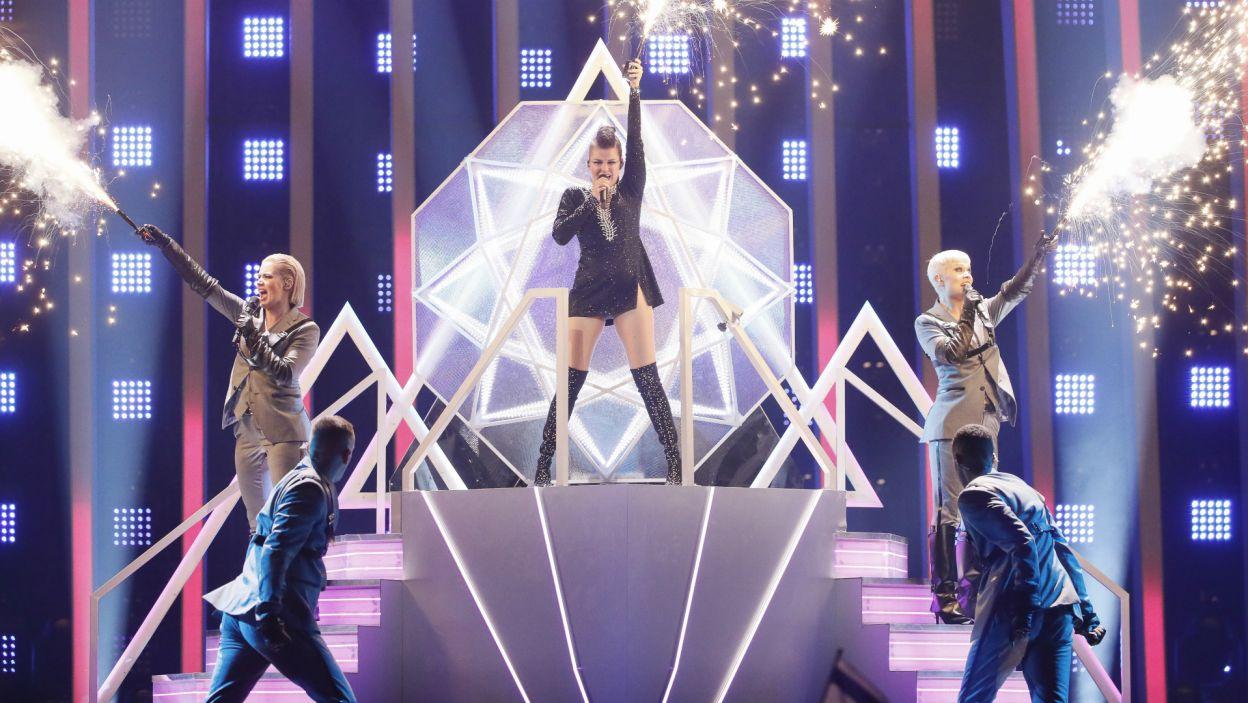 """Fińska wokalistka Saara Aalto piosenką """"Monsters"""" porwała wszystkich do tańca. Czy powtórzy sukces w finale? (fot. A. Putting/EBU)"""
