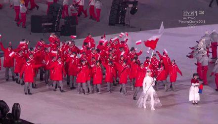 Ceremonia otwarcia: Bródka z flagą reprezentacji Polski