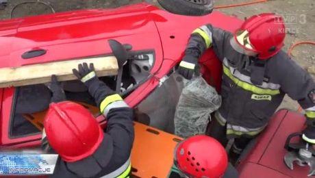 Ćwiczenia ratowników. Wraki aut strażackim poligonem