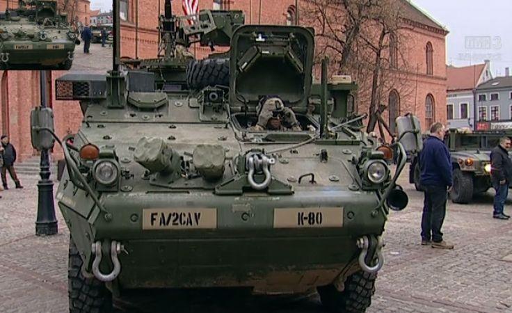 Żołnierze US Army na Rynku Nowoomiejskim w Toruniu