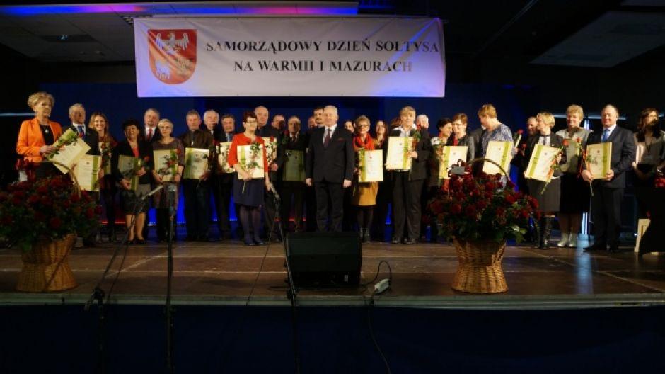 Gustaw Marek Brzezin i wyróżnieni sołtysi