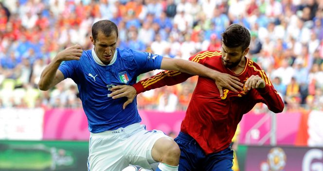 Giorgio Chiellini i Gerard Pique (fot. Getty Images)