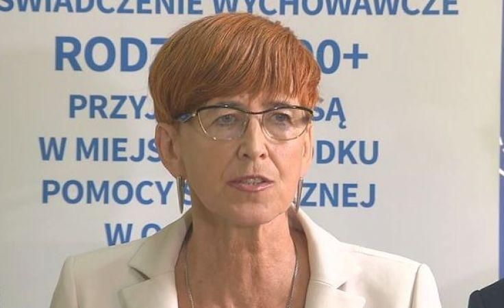Minister Rafalska zachęcała, by wnioski składać także drogą elektroniczną (fot. PAP/Tomasz Waszczuk)