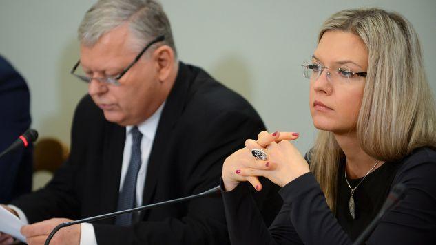 Przewodnicząca komisji, posłanka PiS Małgorzata Wassermann oraz członek komisji, poseł PiS Marek Suski (fot. arch.PAP/Jakub Kamiński)