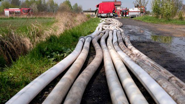 Strażacy odpompywali wodę m.in. w Bieruniu w woj. śląskim (fot. PAP/Andrzej Grygiel)