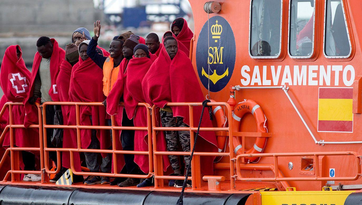 Imigranci w porcie w Maladze, Hiszpania (fot. PAP/EPA/DANIEL PEREZ)