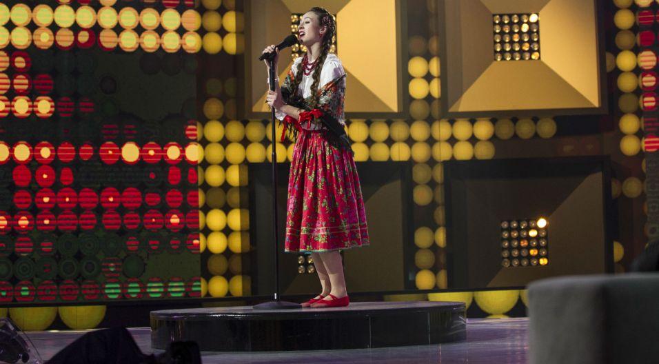 """Katarzynę Ignatowicz można spotkać śpiewającą pod Bramą Floriańską. W programie przypadł jej utwór """"Pomarańcza"""" (fot. TVP)"""