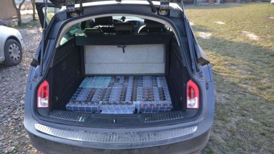 Mężczyzna przewoził 80 tys. sztuk papierosów różnych marek (fot.strazgranicza.pl)