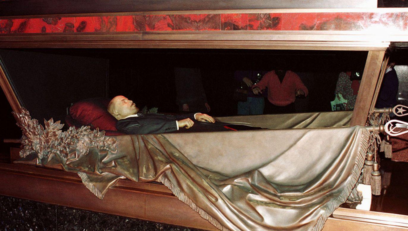 Włodzimierz Lenin spoczywa w moskiewskim mauzoleum (fot. REUTERS/Stringer)