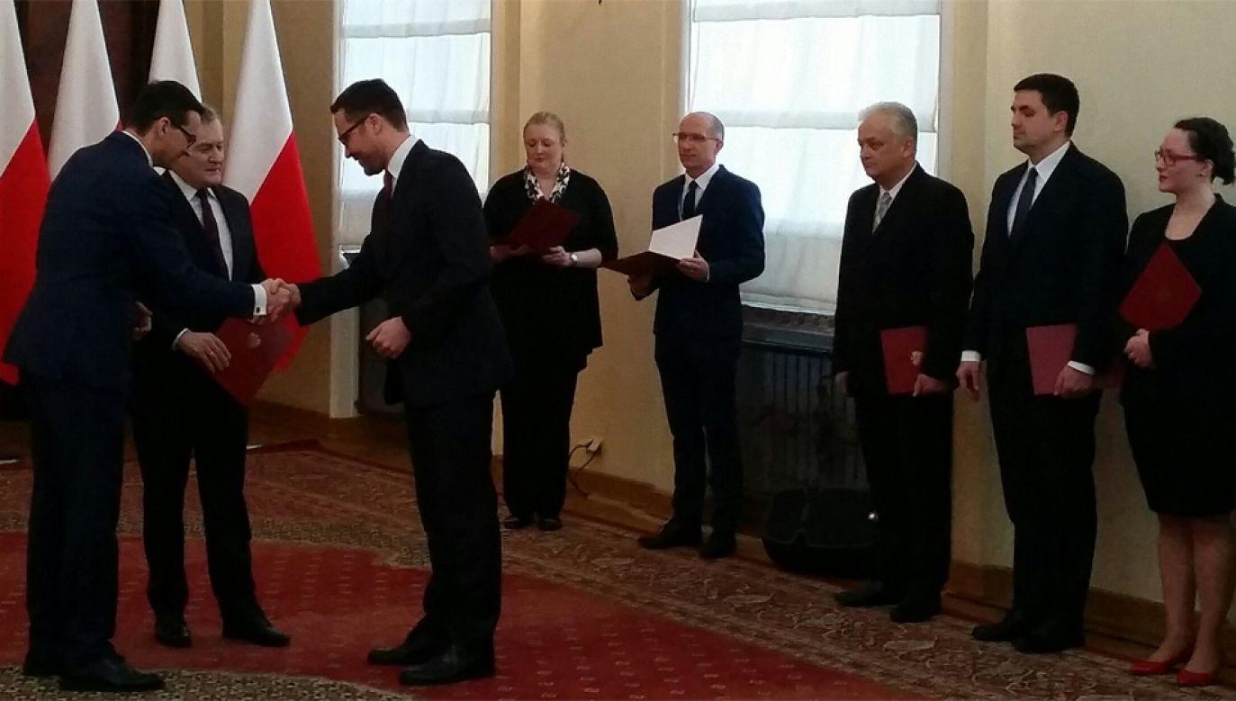 Premier Morawiecki wręczył  nominacje członkom Rady Narodowego Instytutu Wolności (fot. Twitter/KPRM)