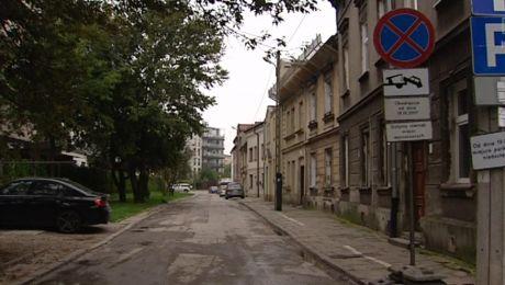 Znikają miejsca parkingowe w Krakowie. Mieszkańcy protestują
