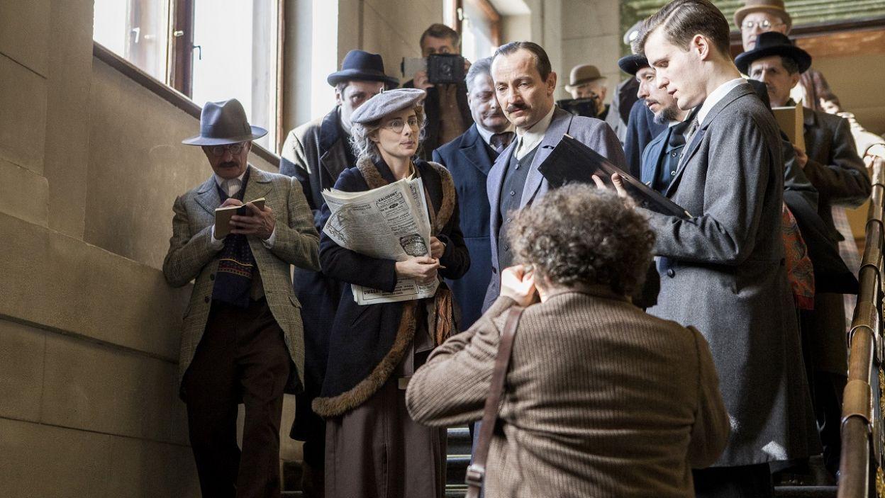 Alina stara się o wywiad, ale nikt nie traktuje gazety poważnie (fot. TVP)