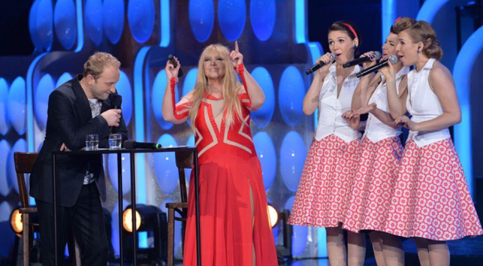 """Konkurs rozpoczął zespół Singing Bird piosenką """"Sing, Sing"""" (fot. I. Sobieszczuk/TVP)"""