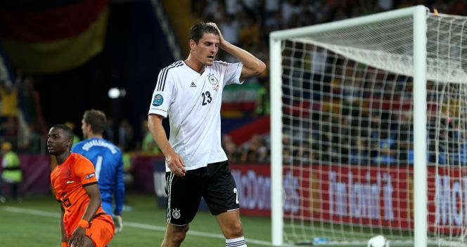 Reakcja Mario Gomeza po strzeleniu drugiego gola (fot. Getty Images)