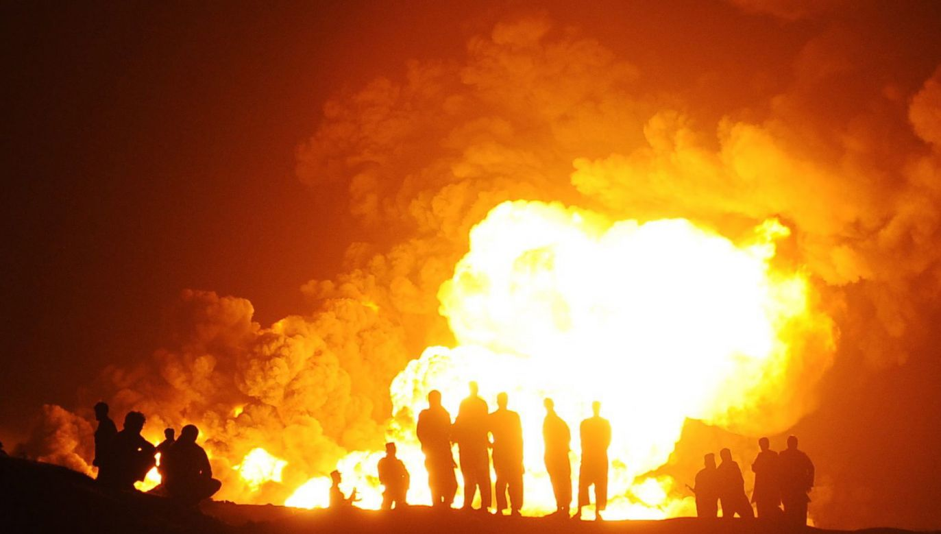 Do ataku talibów doszło w nocy. Na parking spadło kilka rakiet (fot. PAP/EPA/HEDAYATULLAH AMID)