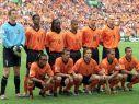 W 2000 roku Oranje na własnym terenie ulegli w półfinale Włochom po karnych (fot. PAP/EPA)