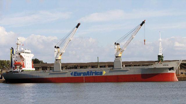 """Napad na statek u wybrzeży Afryki. Pięciu polskich marynarzy uprowadzonych. """"11 osób jest bezpiecznych"""""""
