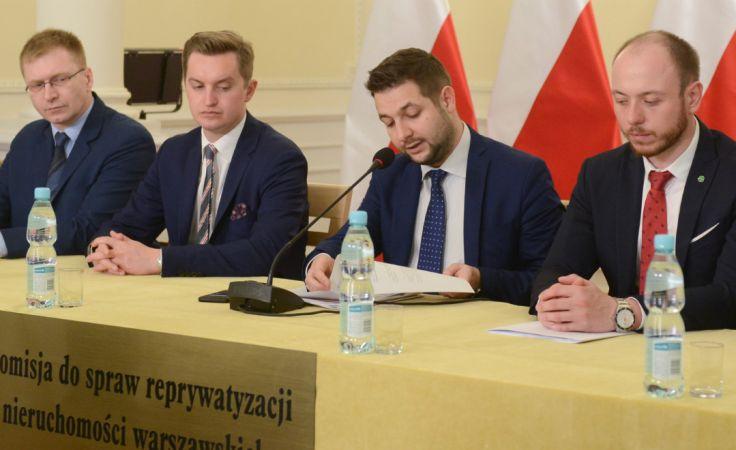Członkowie komisji podczas konferencji prasowej ws. Nieborowskiej 15. Fot: PAP/Bartłomiej Zborowski