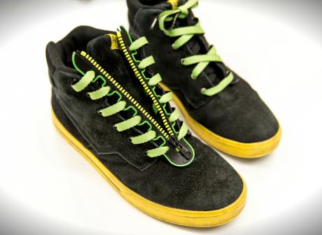 """Banalny i genialny pomysł na """"sznurowanie"""" buta"""