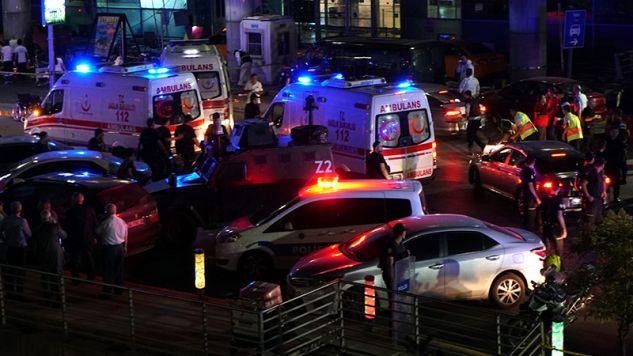 Zamach na lotnisku w Stambule (fot.Mehmet Ali Poyraz / Getty Images)