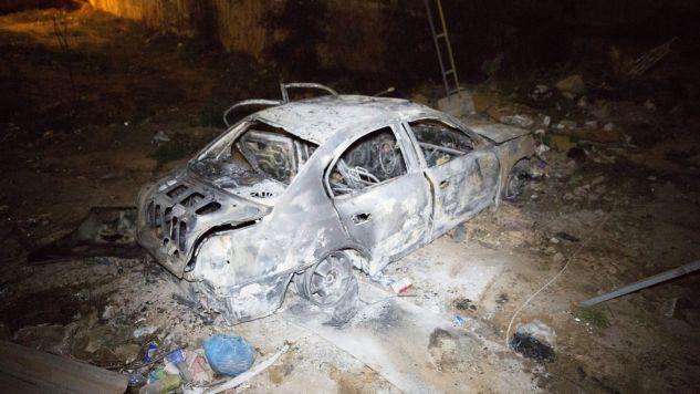 Z wraku samochodu należącego do zamachowców wydobyto dwa ciała (fot. EPA/STR)
