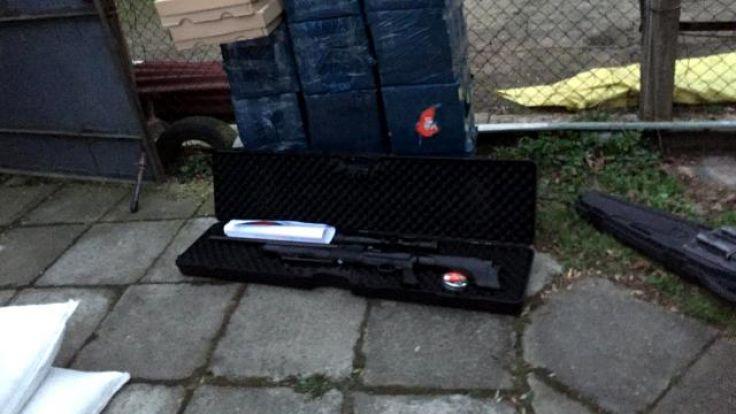 Najemcę garaży przesłuchano w charakterze podejrzanego i postawiono mu zarzuty (fot. warminsko-mazurskie.kas.gov.pl)