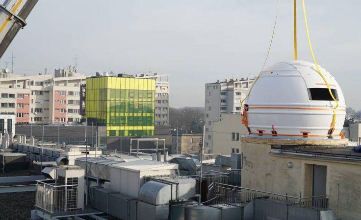 W nowej kopule obserwacyjnej umieszczony będzie teleskop zenitalny. Fot. AGH
