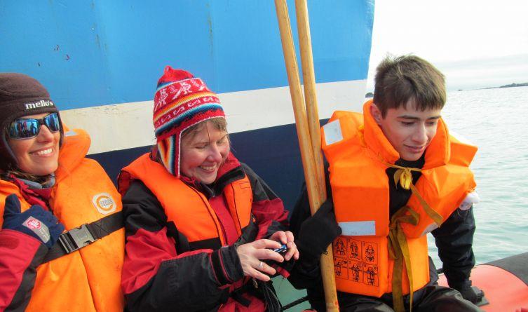 Po tygodniowym rejsie dopłynęliśmy do fiordu Hornsund aby dostać się na ląd, trzeba było najpierw przemieścić się na ponton