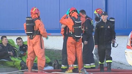 Na miejscu pracowały jednostki chemiczne, straż pożarna, policja oraz zespoły ratownictwa medycznego