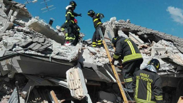 Trzęsienie ziemi obróciło w gruzy wiele miasteczek w centralnych Włoszech (fot. PAP/EPA/ITALIAN FIRE BRIGADE