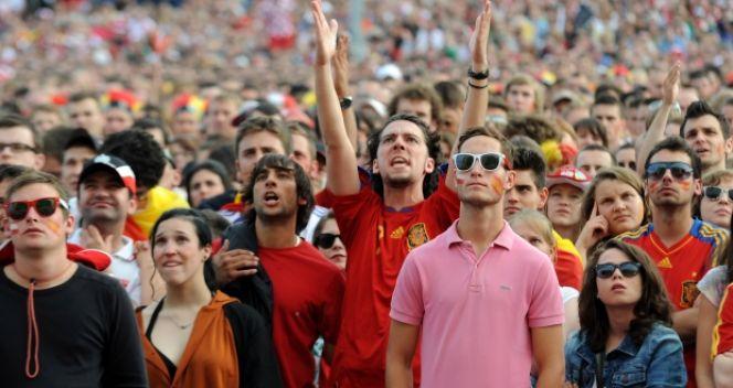 Fani tłumnie odwiedzają Strefę Kibica (fot. PAP/Piotr Pędziszewski)