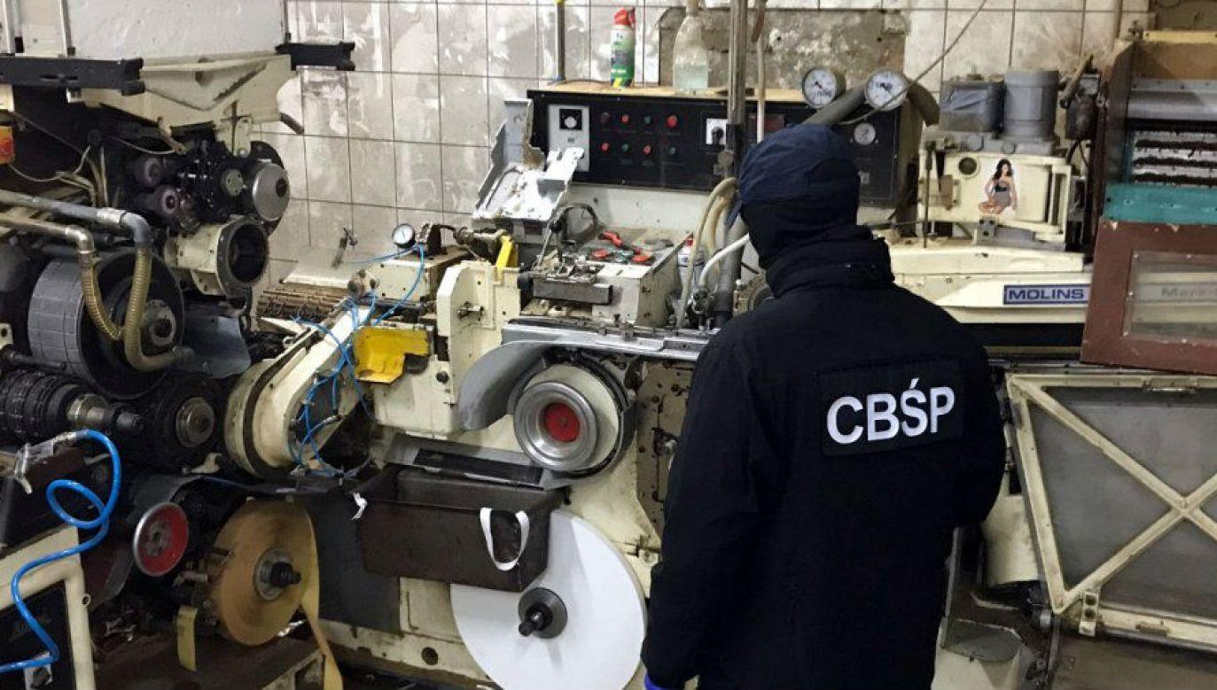 Zlikwidowana fabryka papierosów (fot. CBŚP, KP Wołomin, KAS)