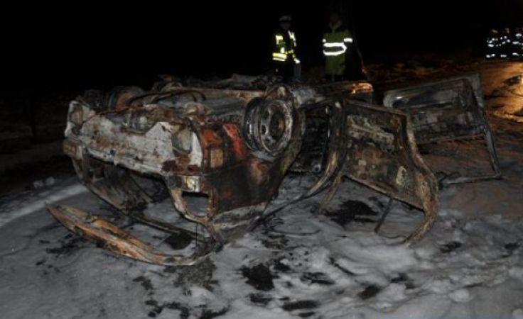 Samochód całkowicie spłonął (fot. KWP Olsztyn)