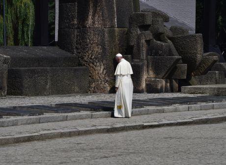 Papież Franciszek w byłym obozie Auschwitz-Birkenau