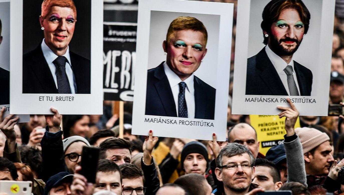 W słowackich miastach demonstrowały dziesiątki tysięcy osób (fot. PAP/EPA/CHRISTIAN BRUNA)