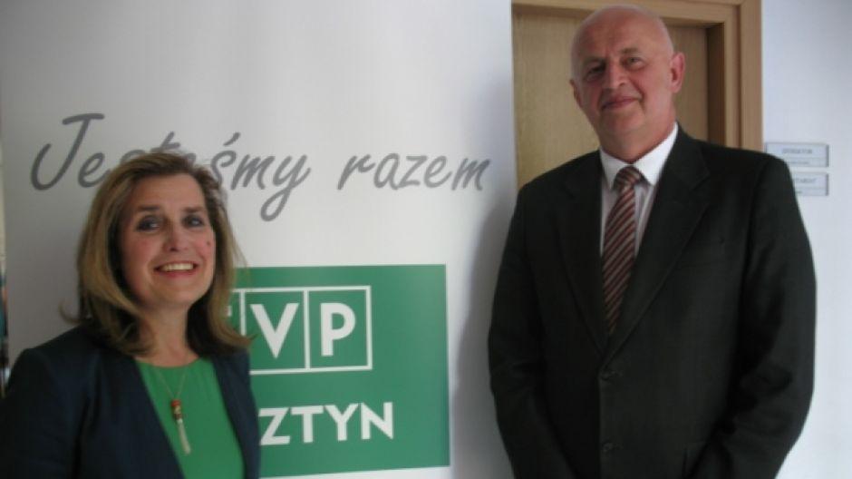 Barbara Chwała, zastępca dyrektora Szpitala Dziecięcego w Olsztynie i Janusz Dzisko, wojewódzki inspektor sanitarny.