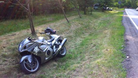 Motocykl 39-latka wypadł na łuku drogi między Olsztynem a Pasymiem.