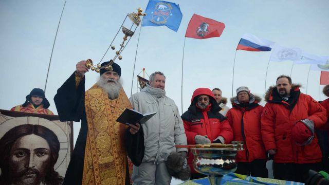 """Wicepremier Rogozin otwiera rosyjską bazę w Arktyce. """"Nadszedł czas na podbój"""""""