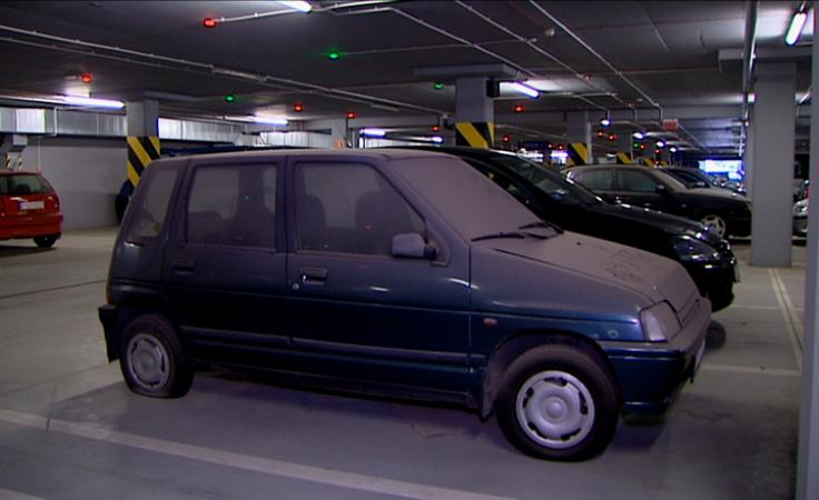 Kilkanaście wraków w podziemnym parkingu filharmonii