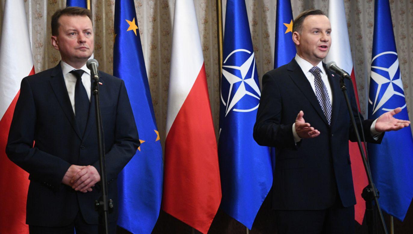 Prezydent Andrzej Duda (P) i min. Mariusz Błaszczak (l) (fot. PAP/Jacek Turczyk)