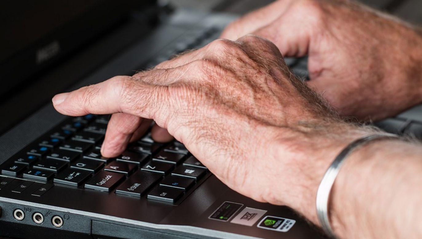 Wiele osób skorzystało na obniżeniu wieku emerytalnego (fot. Pixabay/stevepb)